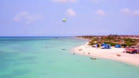 Antenne van het eiland van Aruba bij Fisermans-Hutten stock videobeelden