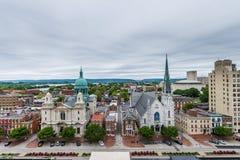 Antenne van Historisch Harrisburg van de binnenstad, Pennsylvania naast Stock Foto's