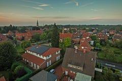 Antenne van kleine stad in Duitsland wordt geschoten dat (sassenberg) Royalty-vrije Stock Afbeeldingen