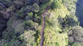 Antenne van Kuliouou Ridge Hiking Trail stock video