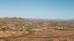 Antenne van Noord-Phoenix en Hertenvallei, Arizona stock videobeelden