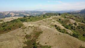 Antenne van Randen en Open plek in Noordelijk Californië stock videobeelden