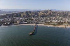 Antenne van Ventura Coast en Pijler in Zuidelijk Californië stock fotografie