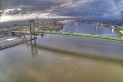 Antenne van Walt Whitman Bridge Looking Towards Center-Stad Philadelphia royalty-vrije stock afbeelding