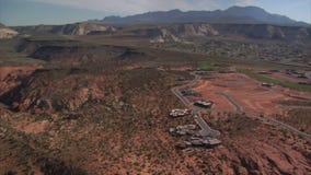 Antenne van woestijnherenhuizen dat wordt geschoten stock footage