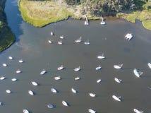 Antenne van Zeilboten in Kalme Baai op Cape Cod worden vastgelegd dat royalty-vrije stock afbeelding