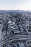 Antenne verticale de Predawn d'autoroute de Los Angeles Images libres de droits