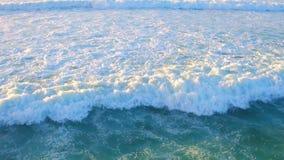 Antenne von den Meereswogen stock footage