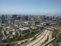 Antenne von der Fläche, San Diego-Stadtlandstraße Stockfoto