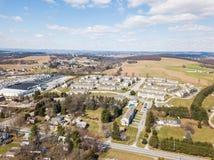Antenne von Häusern und von Ackerland im roten Löwe, Pennsylvania in York C Stockfotografie