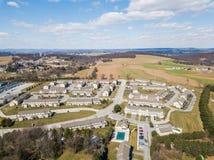 Antenne von Häusern und von Ackerland im roten Löwe, Pennsylvania in York C Lizenzfreie Stockbilder