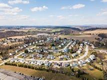 Antenne von Häusern und von Ackerland im roten Löwe, Pennsylvania in York C Stockbild