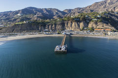 Antenne von Malibu Pier State Park und von Santa Monica Mountains Stockbild