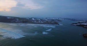 Antenne von Meer und von Insel an der Dämmerung 4k stock footage