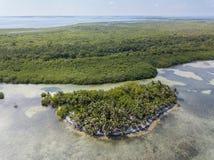 Antenne von Tropeninsel in Belize Lizenzfreies Stockbild