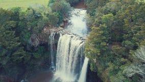 Antenne, Wasserfall bei Sonnenuntergang, verlangsamen Fliege über 4k stock video footage