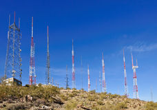 Antennen auf Abhang stockbilder
