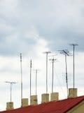 Antennen auf Dach Stockbild