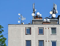 Antennen auf dem Dach Lizenzfreie Stockfotografie