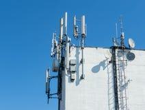 Antennen auf ein Gebäude lizenzfreies stockbild