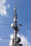 Antennen auf Hintergrund des blauen Himmels Stockbilder