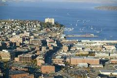 Antennen av i stadens centrum Portland, Maine som visar Maine Medical Center, den kommersiella gatan, gammal port och baksida skä Royaltyfria Foton