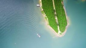 Antennen beskådar av lakes och berg royaltyfri bild