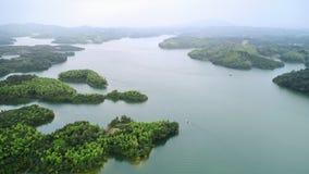 Antennen beskådar av lakes och berg arkivbild
