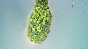 Antennen beskådar av lakes och berg fotografering för bildbyråer