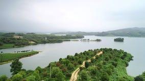 Antennen beskådar av lakes och berg royaltyfria bilder