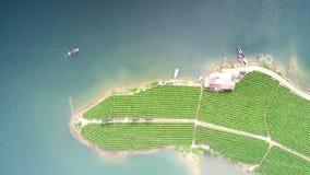 Antennen beskådar av lakes och berg royaltyfria foton