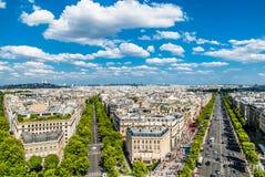 Antennen beskådar mästareelyseesparis cityscape Frankrike Royaltyfri Bild