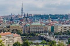 Antennen- oder Felsenansicht über die historische Stadt von Prag in der Tschechischen Republik Lizenzfreie Stockfotografie