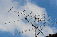 Antennen på taket Arkivbild