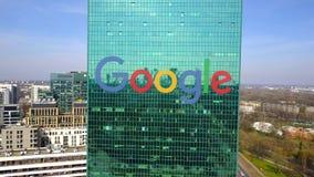 Antennen sköt av kontorsskyskrapa med den Google logoen byggande modernt kontor Redaktörs- 3D som framför gemet 4K vektor illustrationer