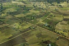 Antennen von Lewa-Erhaltung Zaunlinie von Schutzgebieten und von Eingreifenlandwirtschaft in Kenia, Afrika zeigend lizenzfreies stockbild