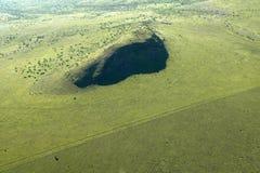 Antennen von Lewa-Erhaltung Zaunlinie von Schutzgebieten und von Eingreifenlandwirtschaft in Kenia, Afrika zeigend stockfotos