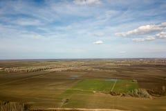 Antennenfelder im Vorfrühling Luftschuß von Feldern Stockbild