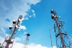 Antenner på överkanten av en kulle Royaltyfri Fotografi