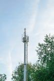 Antenner på det cell- nätverket för torngrundstation Royaltyfri Fotografi