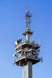 Antenner på ett TVtorn royaltyfri bild