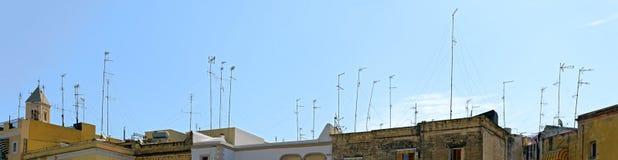 Antenner på tak Arkivbild