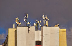 Antenner på taket. Arkivbilder