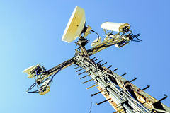 Antennes de station de base de communication cellulaire Photo libre de droits