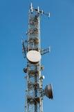 Antennes mobiles de treillis et antennes paraboliques Images libres de droits