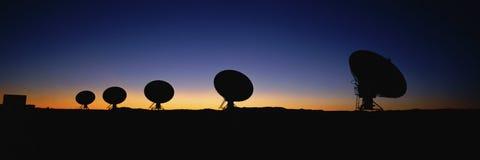 Antennes paraboliques photos libres de droits