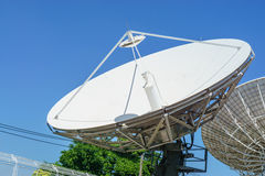 Antennes paraboliques Images stock