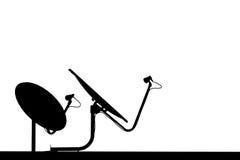 Antennes paraboliques noires et blanches Images libres de droits