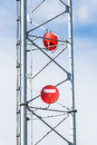Antennes paraboliques rouges Photo stock