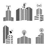 Antennes sur des bâtiments dans l'ensemble d'icône de ville Photos stock